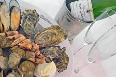 Randall & Aubin offers Champagne list with food-matching