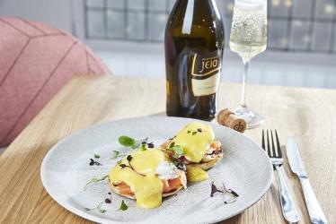 Evans and Blanc brings Champagne and sharers to House of Fraser