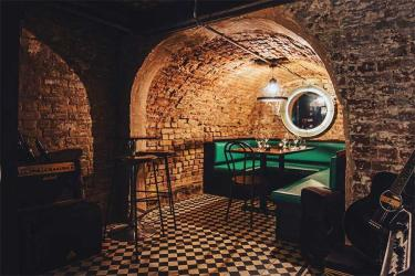 Bar Aspen pops up in Camden serving natural wines and acoustic tunes