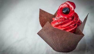 Tower of London poppy installation inspires Tom's Kitchen cupcake