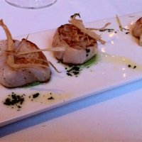 Diver Scallops with onion purée and crispy artichokes